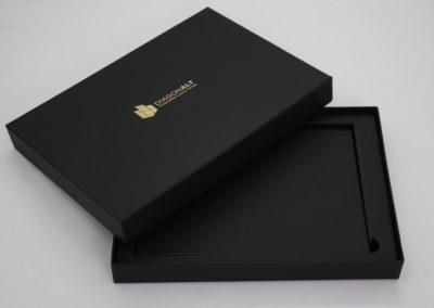 Caja con Nido y Estampación Oro